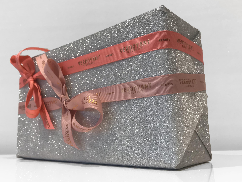 Boîtes cadeaux avec rubans satins personnalisés